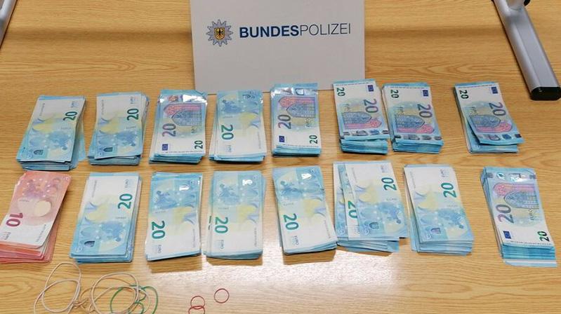 Hollanda sınırında 22 bin euro yakalattı