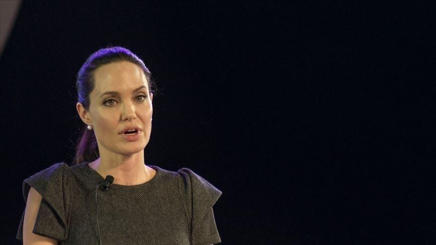 Angelina Jolie Brad Pitt'in hediyesini 8,3 milyon sterline sattı