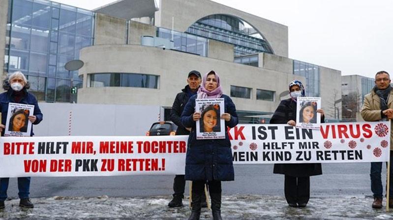 PKK'nın kaçırdığı kızı için Berlin'deeylemini sürdürüyor
