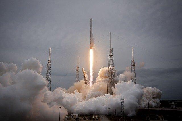 SpaceX Starship SN10 roketi test uçuşu biterken patladı!