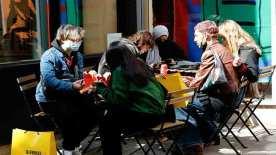 İngiltere'de mağazalar ve berberler 97 günün ardından yeniden açıldı