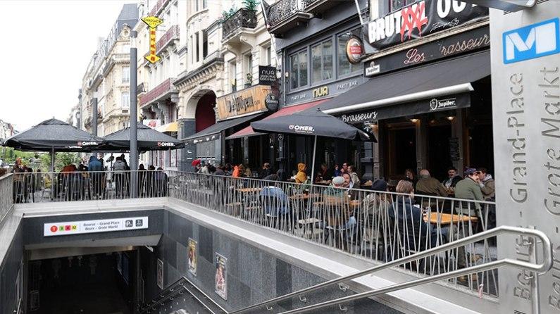 Belçika'da 7 ay sonra restoranlar ve kafeler açıldı