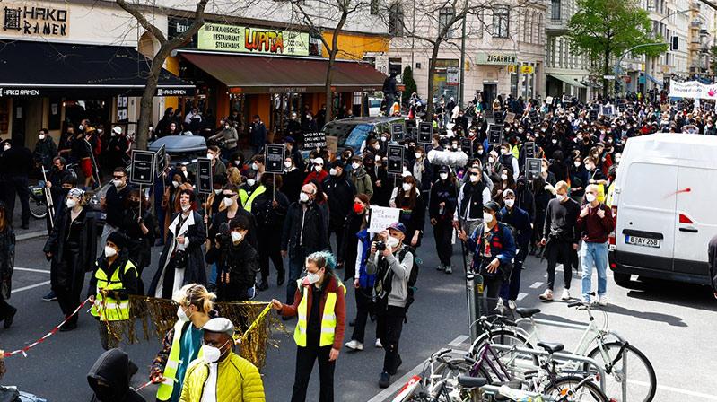 Başkent Berlin'de polis şiddeti protesto edildi