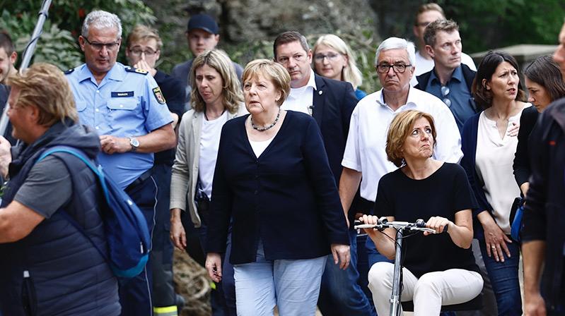 Merkel, selden etkilenen afet bölgesinde incelemelerde bulundu