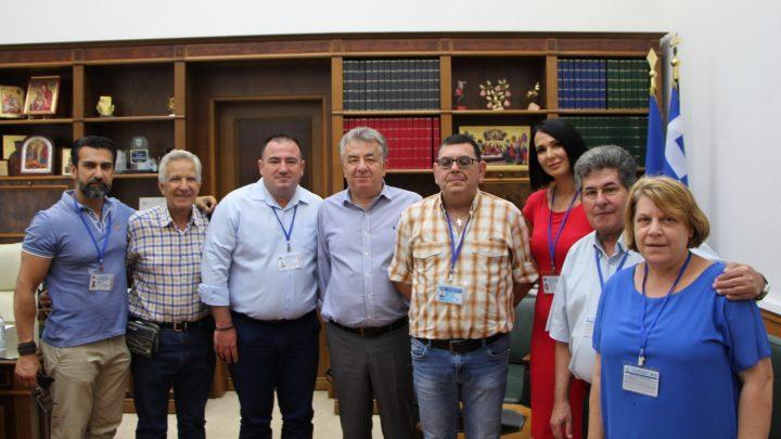 O Περιφερειάρχης Κρήτης κος. Σταύρος Αρναουτάκης υποδέχτηκε αντιπροσωπεία του Διοικητικού Συμβουλίου της Διεθνούς Ένωσης Κρητών Δημοσιογράφων & Μέσων Μαζικής Ενημέρωσης και Ιδρυτικά μέλη της , στο γραφείο του την Παρασκευή 23 Ιουλίου 2021 .
