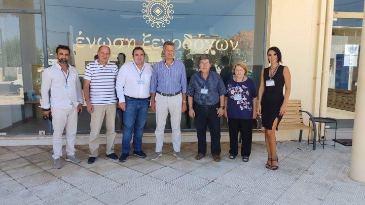 Το Διοικητικό Συμβούλιο της ΔΙ.Ε.Κ.ΔΗ & Μ.Μ.Ε στην Ένωση Ξενοδόχων Χανίων.
