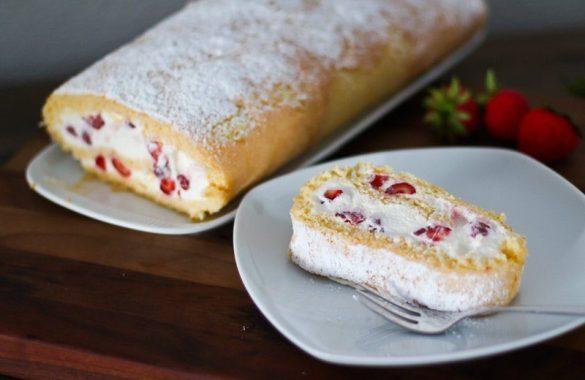 Erdbeer Biskuitrolle Rezept