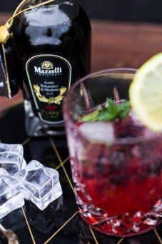 In Getränk 2017 - Gin Tonic Blackberry Lemon mit Mazzetti l'originale