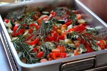 Ofengemüse Vegetarisch mit verschiedenen Rüben, Zucchini und Paprika