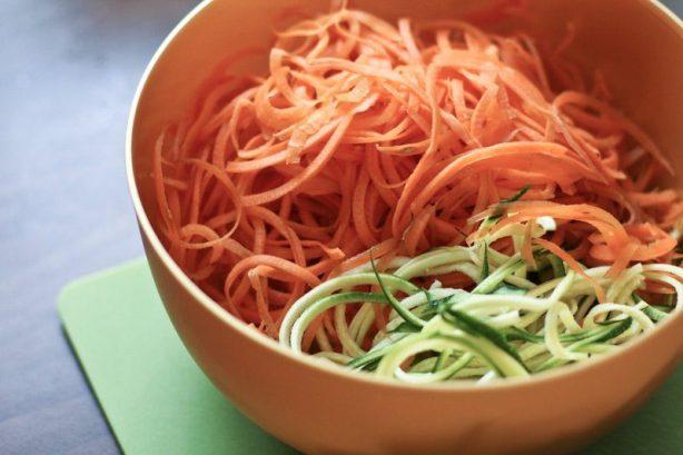 Zucchini Möhren Nudeln / Gemüse Nudeln kochen