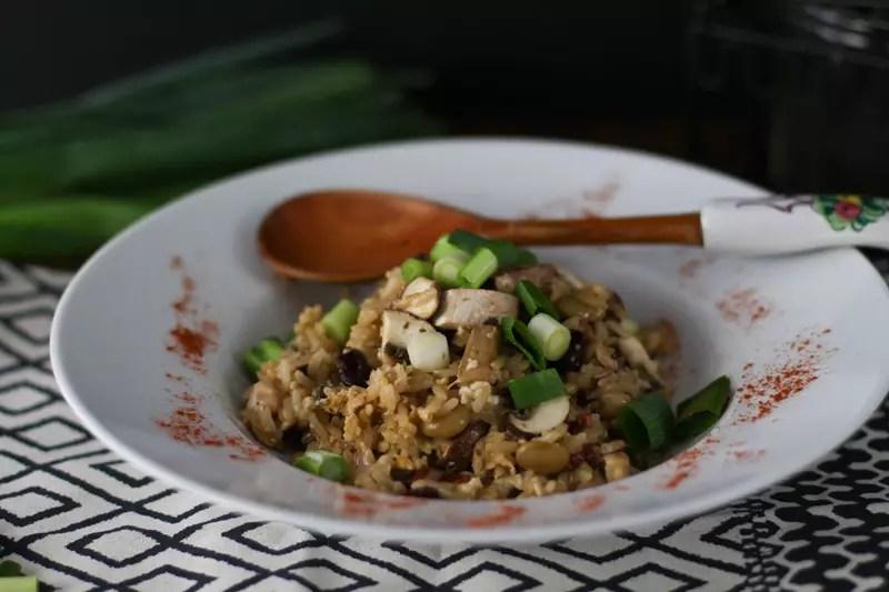 Gebratener Reis Rezept mit Pilzen, Bohnen, Kichererbsen & Frühlingszwiebeln