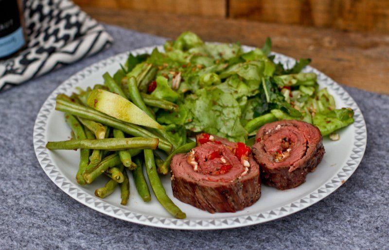 flank steak rollbraten rezept mit schafsk se paprika f llung. Black Bedroom Furniture Sets. Home Design Ideas