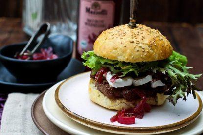 Burger Rezept mit Camembert Portweinzwiebeln