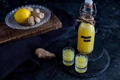 Hausmittelchen Ingwer Zitrone gegen Erkältung