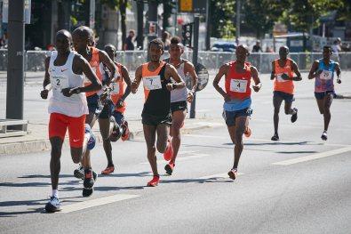 25. Hella Halbmarathon in Hamburg am 30.06.2019, Start Reeperbahn, #2 Stephen Kiprotich, #7 Haimanot Mateb Muluneh