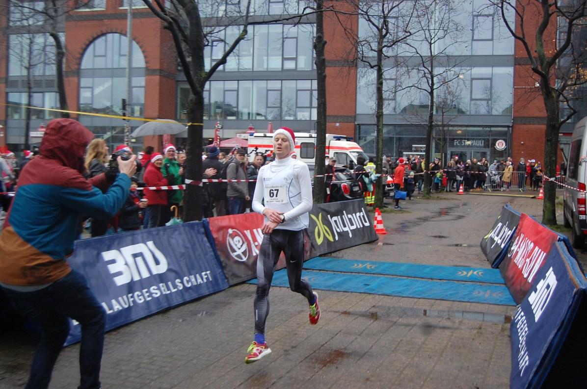 Andreas Grieß gewinnt Lauf 1