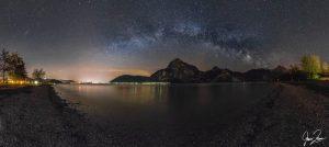 die Milchstraße über dem Traunsee