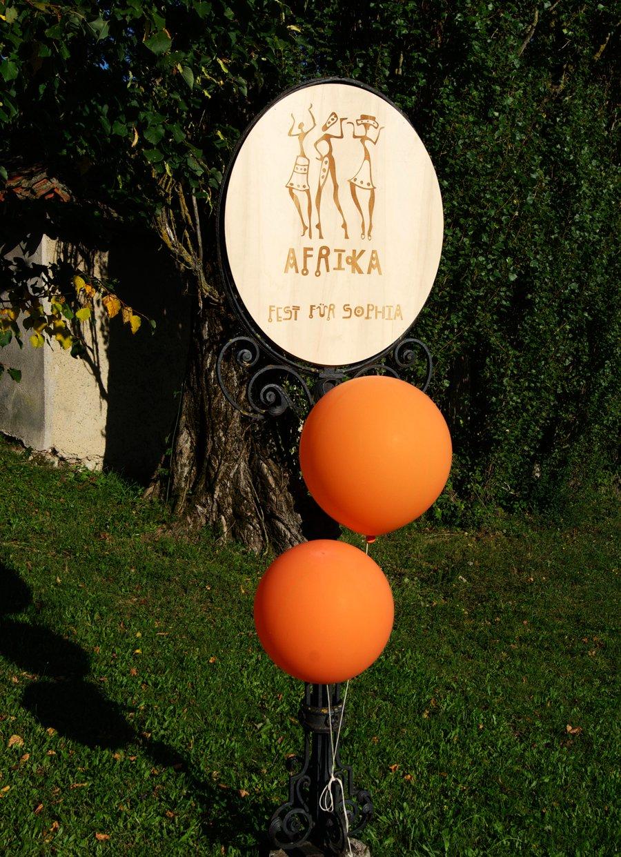 Personalisiertes Holzschild oval aus Naturholz ca 60x40 cm