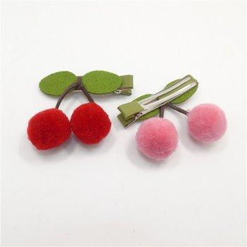 Haarclips Kirschen in den Farben rosa und rot gefertigt aus Filz. Die Machere