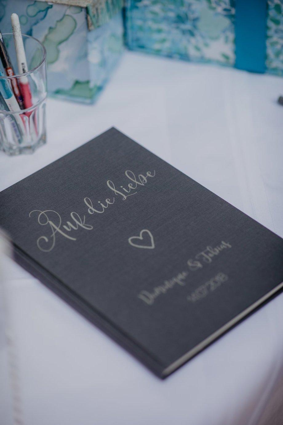 Gästebuch Leinen personalisiert aus Österreich. Die Macherei