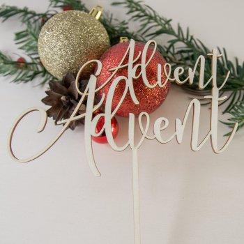 Caketopper für Torte mit dem Schriftzug Advent Advent aus Naturholz. Die Macherei