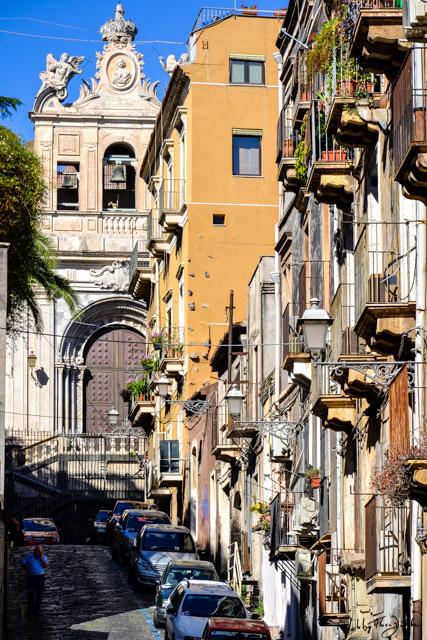 Catania_Straße_by_Flora_Jädicke