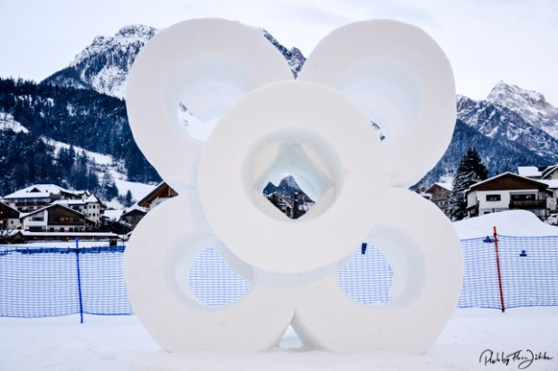 Auch das deutsche Team um die Münchner Künstlerin ??? kreierte eine abstrakte Skulptur