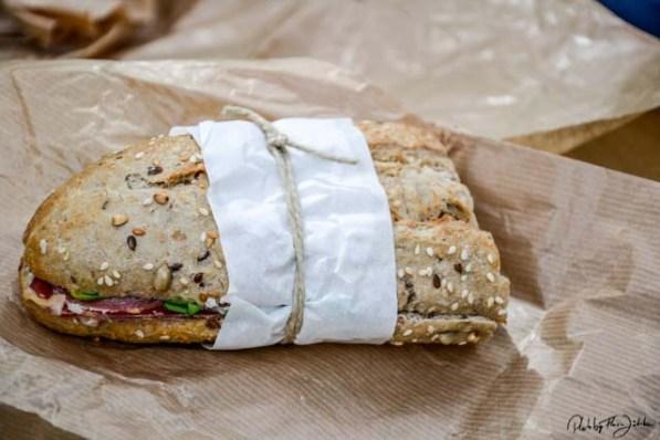 Liebevoll geschnürte Snacks für den Wanderausflug. Foto: Flora Jädicke