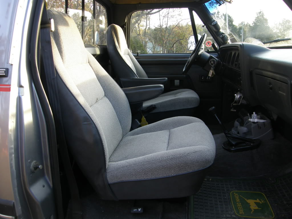 hight resolution of what kind of bucket seats do you guys have diesel bombers