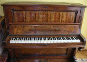 Kamin, Klavier
