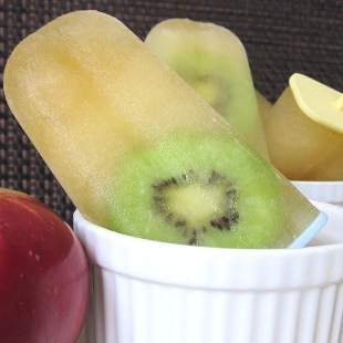 How to Make Apple Juice Kiwi Popsicles – Steps and Video