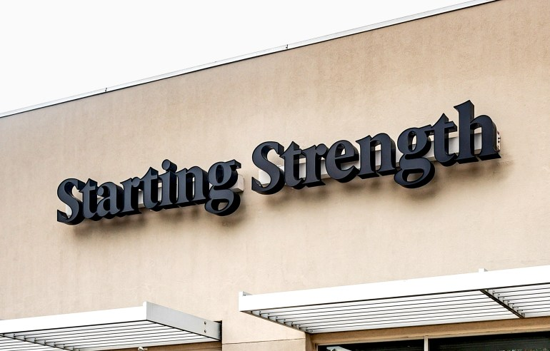 Diferente_StartingStrength_Outdoor_Sign