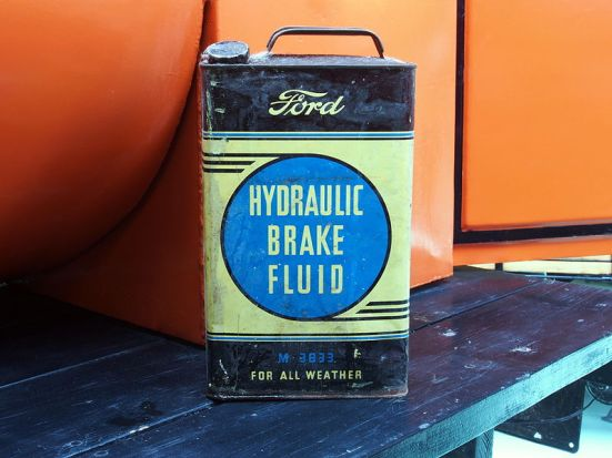 Difference Between Hydraulic Fluid and Hydraulic Oil