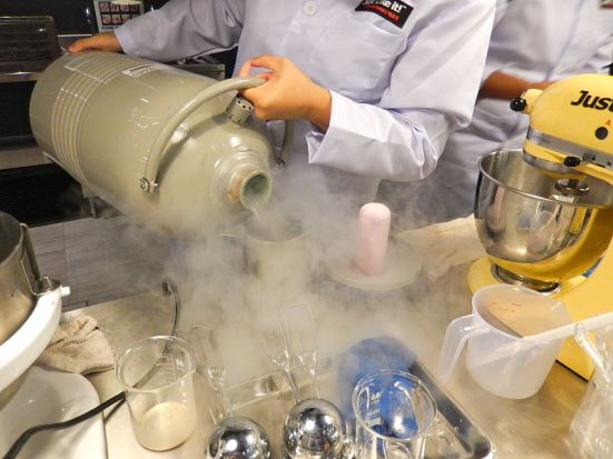 Key Difference Between Dry Ice and Liquid Nitrogen