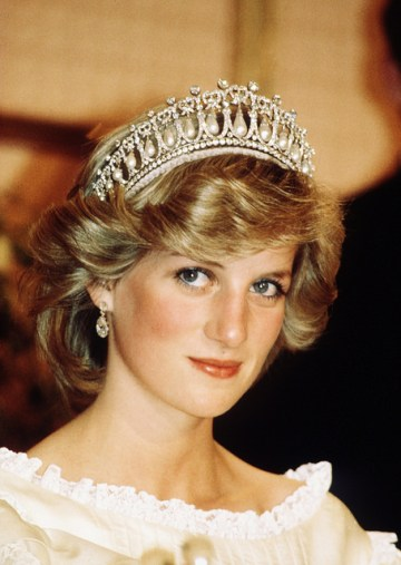 Difference Between Tiara and Diadem | Compare the Difference Between  Similar Terms