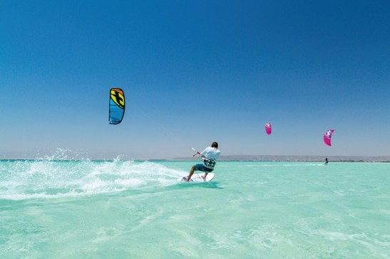 Compare Kitesurfing and Windsurfing
