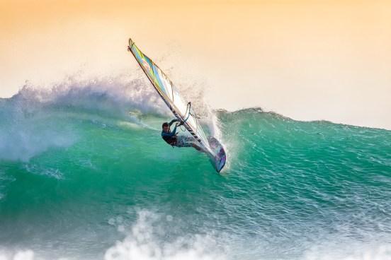 Kitesurfing vs Windsurfing