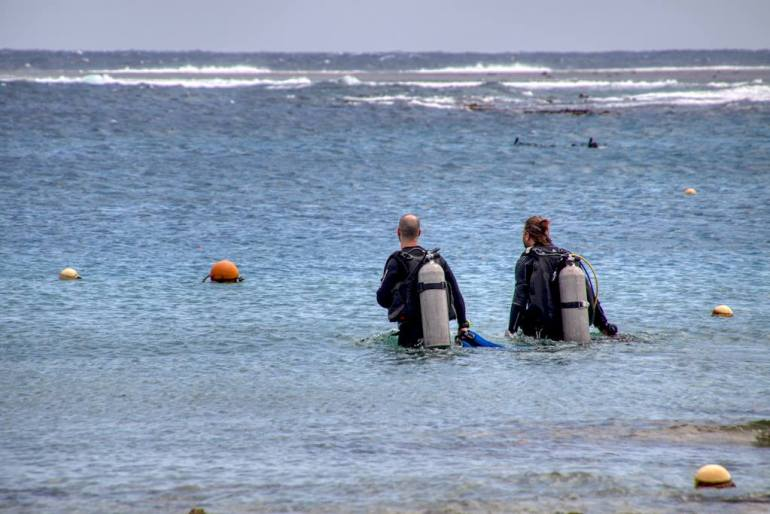 Bien choisir un centre de plongée permet de garantir de bonnes vacances avec ses binômes.