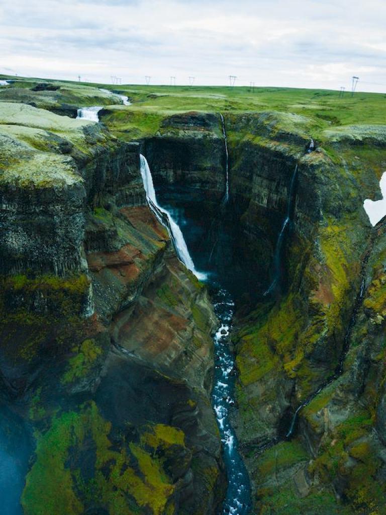 Vue aérienne de la cascade de Haifoss en Islande