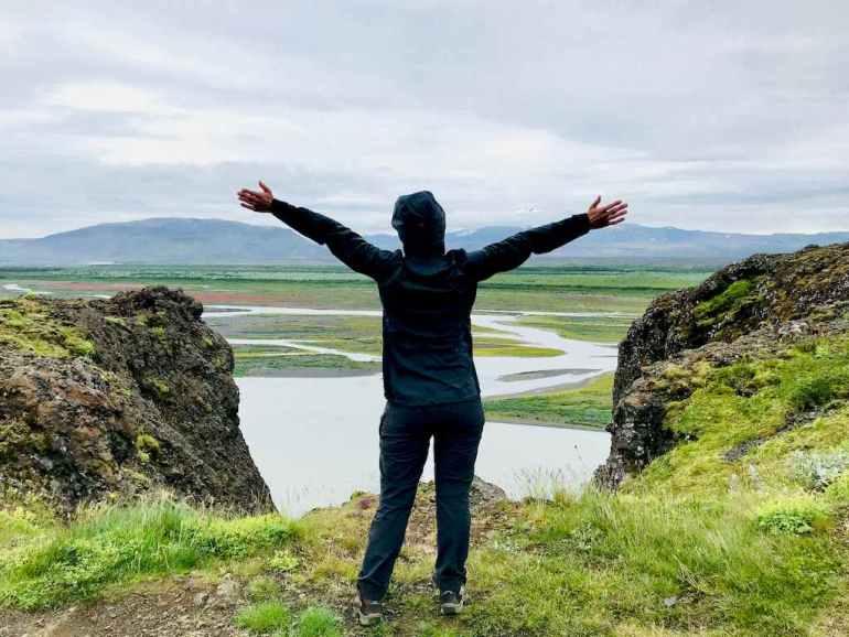 Hélène devant les paysages islandais
