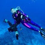 Hélène de Tayrac lors d'une plongée en mer chaude