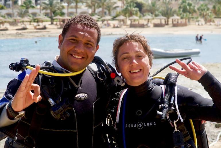 Hélène et Ahmed le lendemain de la piqure de rascasse