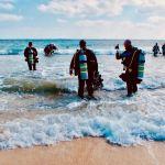 Des plongeurs partant plonger et qui augmenteront le nombre de plongées