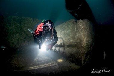 Hélène Adam photographie son photographe sous l'eau à Rochefontaine.