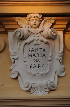 Le chiese di Napoli La bellissima chiesetta di Marechiaro su uno splendido panorama Chiesa