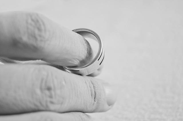 Pensions compensatòries en divorcis
