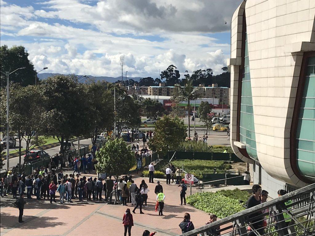 [Video] Mujer se suicida lanzándose de un centro comercial en Bogotá