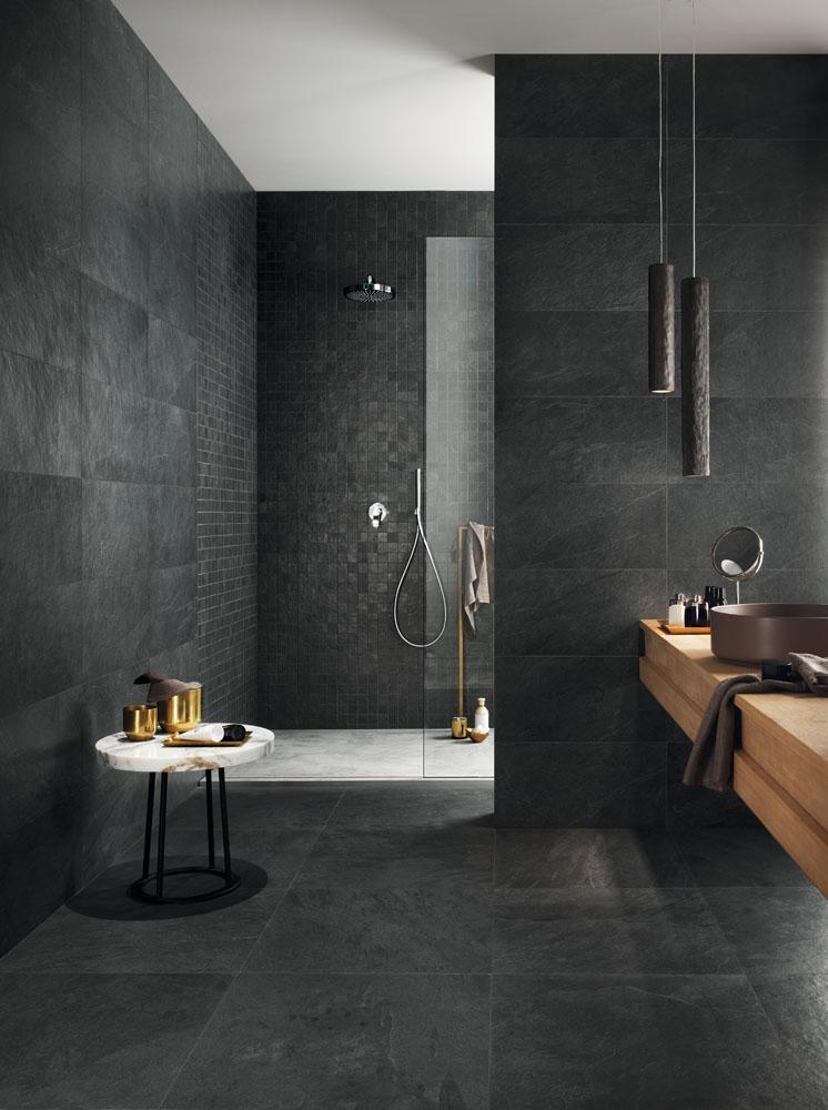 Realizzare un bagno scuro o perfino total black con gli elementi giusti