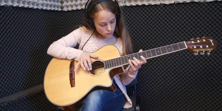 YESTERDAY – Estudo de Guitarra por Anastacia Sidorov