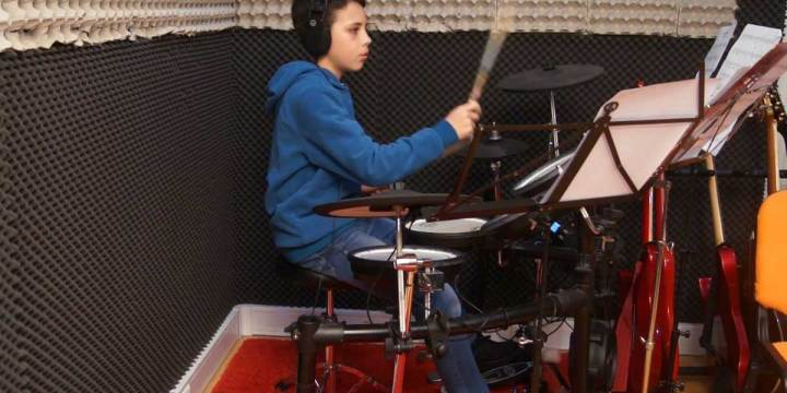 QUEENS OF THE STONE AGE – NO ONE KNOWS – Estudo de Bateria por João Estrela